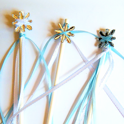 DIY Frozen Party Wands and Table Centerpiece