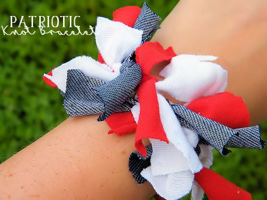 Looking for a quick way to show some patriotic pride? You can make these fun Patriotic Knot Bracelets in just minutes!