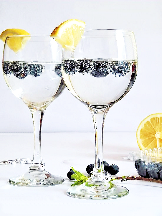 Muddled Blueberry Spritzers and Easy DIY Charms #SparklingHolidays #ad