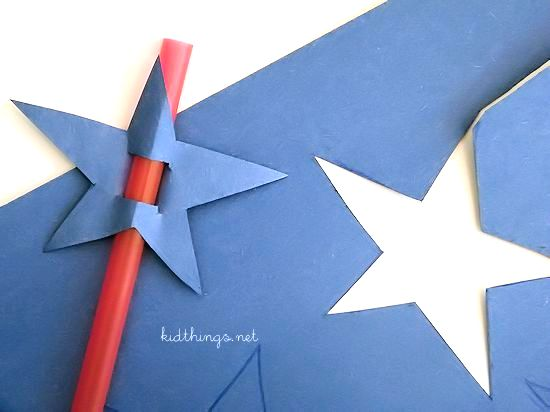 Red White & Blueberry July 4th Ice Cream Float with Fun DIY Paper Star Straws #SummerOfFloats #ad