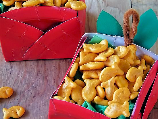 Apple Paper Plate Snack Boxes #GoldfishMoments (ad)
